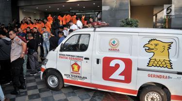Tersangka dan Barang Bukti Kasus Ambulans Bawa Batu di Aksi 22 Mei