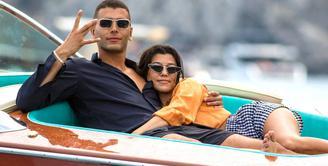 Hubungan Kourtney Kardashian dan Younes Bendjima berakhir usai keduanya kembali dari liburan romantis di Italia. (E! News)