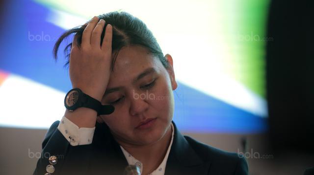 Sekjen PSSI, Ratu Tisha saat mengikuti Kongres PSSI 2018 yang berlangsung di ICE BSD, Tangerang (13/1/2018). Salah satu agenda Kongres PSSI 2018 adalah revisi Statuta. (Bola.com/Nicklas Hanoatubun)