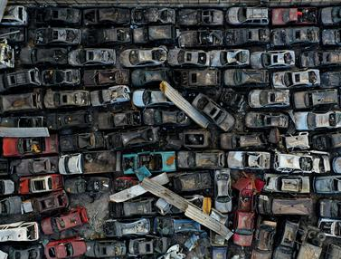 Mobil-Mobil yang Rusak Akibat Ledakan Besar di Beirut