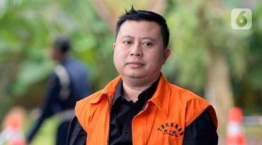Staf Sekjen PDIP Hasto Kristiyanto, Saeful Bahri tiba di Gedung KPK, Jakarta, Selasa (18/2/2020). Saeful Bahri diperiksa sebagai tersangka terkait kasus dugaan penerimaan hadiah atau janji penetapan anggota DPR Terpilih 2019-2024. (merdeka.com/Dwi Narwoko)