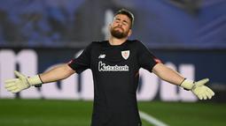 Unai Simon. Kiper Athletic Bilbao berusia 23 tahun ini tampil dalam 37 laga di musim ini dan mampu membawa timnya finish di posisi ke-6. Ia berpeluang menjadi kiper utama Spanyol dalam gelaran Piala Eropa 2020 nanti menyisihkan David De Gea. (AFP/Oscar Del Pozo)