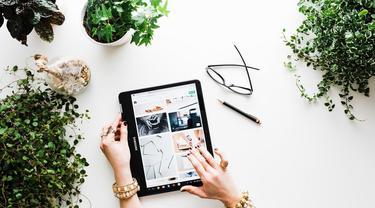 Ilustrasi online shopping