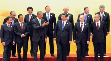 Gaya Jokowi Saat di Pertemuan APEC