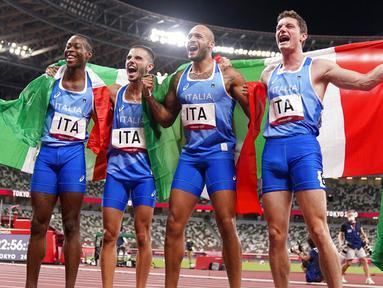Italia sukses menyabet medali emas di Olimpiade Tokyo 2020 usai keluar sebagai yang tercepat di nomor estafet 4x100 meter putra. (Foto: AP/Charlie Riedel)