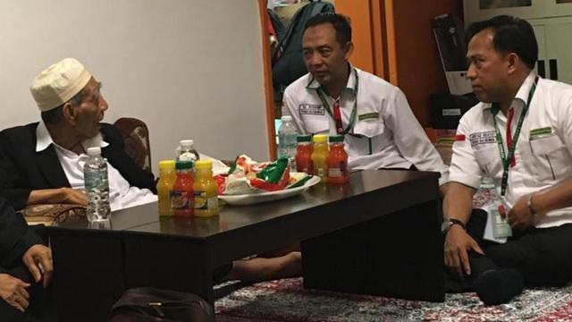Mbah Moen saat di Makkah. (dok Daker Bandara Kemenag)