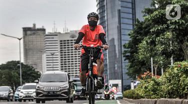 FOTO: Sepekan Pengetatan PSBB, Lalu Lintas Pesepeda di Ibu Kota Meningkat