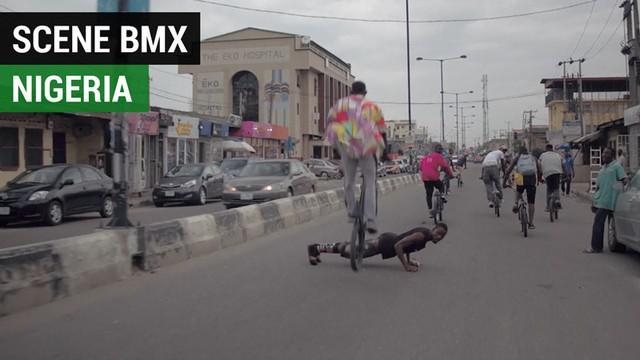 Berita video scene BMX di Lagos, Nigeria, ternyata atraktif dan menghibur saat mereka beraksi di jalanan kota.