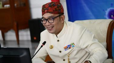 Hadiahi Lansia Ayam Usai Divaksin, Ridwan Kamil Apresiasi Aparat Kreatif