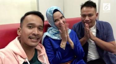 Diam-diam Angel Lelga dan Vicky Prasetyo tengah menjalin kasih.