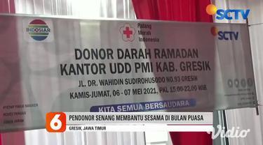 Nampak terlihat antusiasme warga di Malang dan Gresik, Jawa Timur, yang ingin melakukan donor darah di bulan puasa. Para warga membantu Palang Merah Indonesia (PMI) untuk stok darah agar tidak menipis di masa pandemi Covid-19.