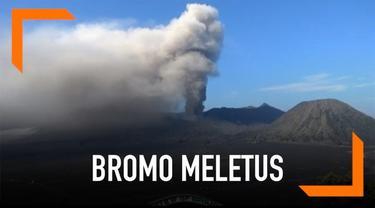 Momen meletusnya Gunung Bromo malah jadi magnet para wisatawan untuk mengabadikan momen tersebut.