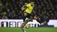 Penyerang Watford, Andre Gray menyumbangkan satu gol saat timnya menang atas Newcastle United pada laga Premier League di di St James' Park (25/11/2017). Watford menang 3-0. (AFP/Ben Stansall)