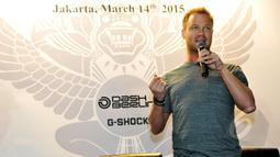 Pentolan grup music Dash Berlin, Jeffrey Sutorius (kanan) saat menghadiri peluncuran jam tangan edisi khusus G-SHOCK GA-400 Dash Berlin Edition, Jakarta, Minggu (15/3/2015). (Liputan6.com/Panji Diksana)