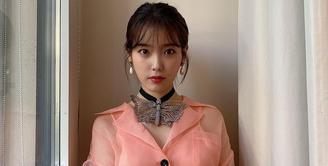 IU menjadi salah satu artis Korea yang memiliki kecantikan alami. (Foto: Instagram/dlwlrma)