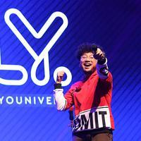 Kunto Aji saat tampil di XYZ Day Creator Award 2018. (Foto: Bambang E. Ros/Bintang.com)