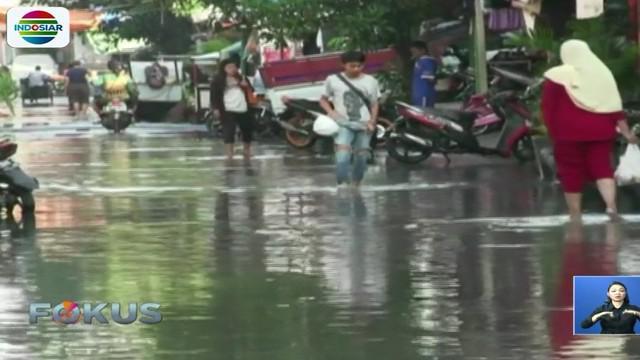Untuk mengurangi debit air di pemukiman warga, petugas dari Suku Dinas Tata Air Pemkot Jakarta Utara dan PPSU Kelurahan Penjaringan terus melakukan upaya penyedotan.