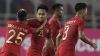 Pemain Timnas Indonesia, Andik Vermansah, merayakan gol yang dicetak Alfath Faathier ke gawang Timor Leste pada laga Piala AFF 2018 di SUGBK, Jakarta, Selasa (13/11). (Bola.com/M. Iqbal Ichsan)