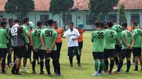 Persebaya menjalani latihan di Stadion Gelora Bung Tomo, Surabaya, Jumat sore (19/4/2019). (Bola.com/Aditya Wany)