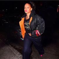 "Rihanna menuliskan ""tak ada mantanku yang sudah menikah atau berada dalam hubungan yang bahagia. Jadi, siapa selama ini yang menjadi masalah?"" untuk para mantannya.  (instagram/badgalriri)"
