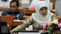 Mensos Khofifah Indar Parawansa mengikuti Rapat Kerja (Raker) dengan Komisi VIII DPR di Jakarta, (16/2). Raker tersebut membahas evaluasi pelaksanaan APBN Tahun 2015 dan tindak lanjut Hasil temuan BPK Semester I Tahun 2015. (Liputan6.com/Johan Tallo)