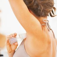 Tak seperti yang kamu bayangkan, ini manfaat tersembunyi dari deodorant, tentunya selain untuk mengatasi bau badan. (Foto: kimberlysnyder.com)