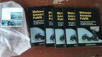 Buku rekam jejak Prabowo beredar misterius di kampus Muhammadiyah Gorontalo. (Liputan6.com/Arfandi Ibrahim)