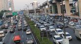 Suasana arus lalu lintas di Tol Dalam Kota sekitar Jalan Jend Gatot Subroto, Jakarta, Selasa (18/6/2019). Hasil survei Lembaga pengukur tingkat kemacetan kota-kota di dunia, TomTom Traffic Index, menyebut tingkat kemacetan DKI Jakarta menurun hingga delapan persen. (Liputan6.com/Helmi Fithriansyah)