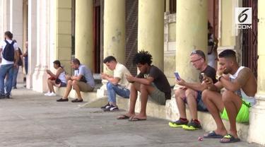 Setelah sekian lama, warga Kuba akhirnya bisa mulai merasakan layanan internet di ponsel.