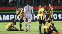 Timnas Malaysia U-16 menelan kekalahan 0-1 dari Timnas Indonesia U-16 dalam laga semifinal Piala AFF U-16 2018, di Stadion Gelora Delta, Sidoarjo, Kamis (9/8/2018) malam WIB. (Bola.com/Aditya Wany)
