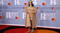 Billie Eilish saat tampil di karpet merah Brit Awards 2020 di London, Inggris. (TOLGA AKMEN / AFP)