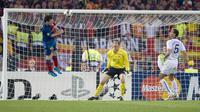 Messi saat mencetak gol ke gawang Edwin van Der Sar (unitedrant)
