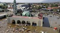 Sesaat setelah bencana tsunami melanda Kota Palu (AP/Tatan Syuflana)