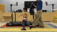 Anak-anak dengan cerebral palsy bisa berjalan lebih mudah dengan robot Exoskeletons. (Foto:  Functional & Applied Biomechanics Section, Rehabilitation Medicine Department, NIH Clinical Center)
