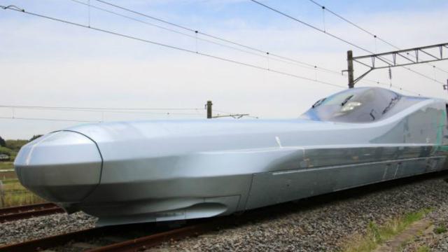ALFA-X, kereta peluru Jepang berkecepatan 400 km/jam. Sumber: Geek