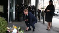 Meghan Markle dan Pangeran Harry memberi penghormatan untuk para korban penembakan di Selandia Baru. (Ian Vogler / POOL / AFP)