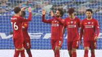 Pemain Liverpool merayakan gol yang dicetak Mohamed Salah ke gawang Brighton pada laga lanjutan Premier League pekan ke-34 di Stadion Falmer, Kamis (9/7/2020) dini hari WIB. Liverpool menang 3-1 atas Brighton. (AFP/Catherine Ivill/pool)
