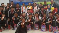 Para pemain Timnas Pelajar U-18 Indonesia berpose usai raih medali rebut posisi tiga di ASFC (dok: Kemenpora)