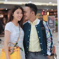 """Sarwendah ke sana kan karena keperluan masa depan. Jadi, karena saya lagi mau buka usaha di Hong Kong, saya harus belanja barang dari Taiwan,"" kata Ruben Onsu. (Instagram/sarwendah29)"
