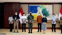 Kementerian Luar Negeri RI menyelenggarakan acara serah terima empat WNI korban sandera kelompok Abu Sayyaf Group (ASG) untuk dipulangkan kembali keluarga (Photo: Kemlu RI via Zoom)