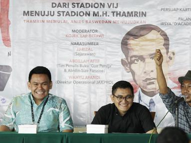 "Sejarawan, JJ Rizal, saat berbicara dalam seminar ""Dari Stadion VIJ menuju Stadion MH Thamrin"" di Balai Kota, Jakarta, Jumat (15/2). Acara ini rangkaian dari Festival 125 Tahun MH Thamrin. (Bola.com/Yoppy Renato)"