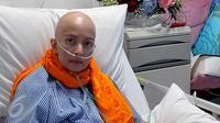 Artis senior Yana Zein terbaring di Rumah Sakit Siloam, Jakarta Selatan, Kamis (29/12). Cukup lama tak terdengar, Yana Zein rupanya mengidap penyakit kanker payudara stadium 4. (Liputan6.com/Herman Zakharia)