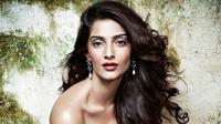 Sonam Kapoor, putri aktor legendaris Anil Kapoor, ternyata pernah menjadi pelayan. (DNATimes)