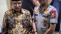 Kapolri Jenderal Pol Idham Azis menyambangi kantor Pengurus Besar Nadhatul Ulama (PBNU) di Jakarta Pusat, Selasa (12/11/2019). Dalam kedatangannya, Idham Azis didampingi Kadiv Humas Polri Irjen Pol M Iqbal dan sejumlah pejabat polri lainnya. (Liputan6.com/Faizal Fanani)