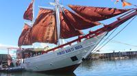 Kapal Pinisi menjemput pagi di Teluk Tomini (Liputan6.com/Andri Arnold)