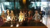 Koleksi Museum Wayang yang dipajang di lobi Hotel Indonesia. (Liputan6.com/Dinny Mutiah)