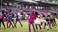 Atas permintaan Presiden Soekarno Persija pindah markas dari Stadion Ikada ke Stadion Menteng pada 1961. Ironisnya pada 2006 stadion yang dijadikan salah satu cagar budaya digusur Gubernur DKI, Sutiyoso. (Repro Buku 60 Tahun Persija)