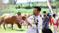 Menteri Pertanian, Syahrul Yasin Limpo (SYL) menghadiri kegiatan pelayanan ternak terpadu pada Program Prioritas Sapi Kerbau Komoditas Andalan Negeri (Sikomandan) di Desa Bontomanai, Kecamatan Rumbia, Kabupaten Jeneponto, Sulawesi Selatan.