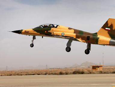 "Gambar yang dirilis Kementerian Pertahanan Iran pada 21 Agustus 2018 memperlihatkan jet tempur terbaru generasi keempat bernama Kowsar. Jet tempur Kowsar memiliki ""avionik canggih"" dan radar multi-fungsi. (AFP/IRANIAN DEFENCE MINISTRY/HO)"