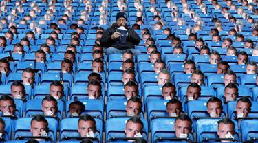 Topeng Jamie Vardy terpasang di setiap bangku King Power Stadium, Inggris, Senin (26/12). Leicester City  mengatur rencana untuk melakukan protes kepada FA terkait banding kartu merah Jamie Vardy yang ditolak. (REUTERS/ Carl Recine)